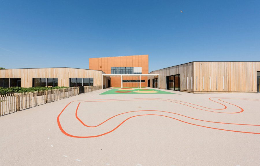 Une façade alu de couleur brique – Centre Coluche à Calais