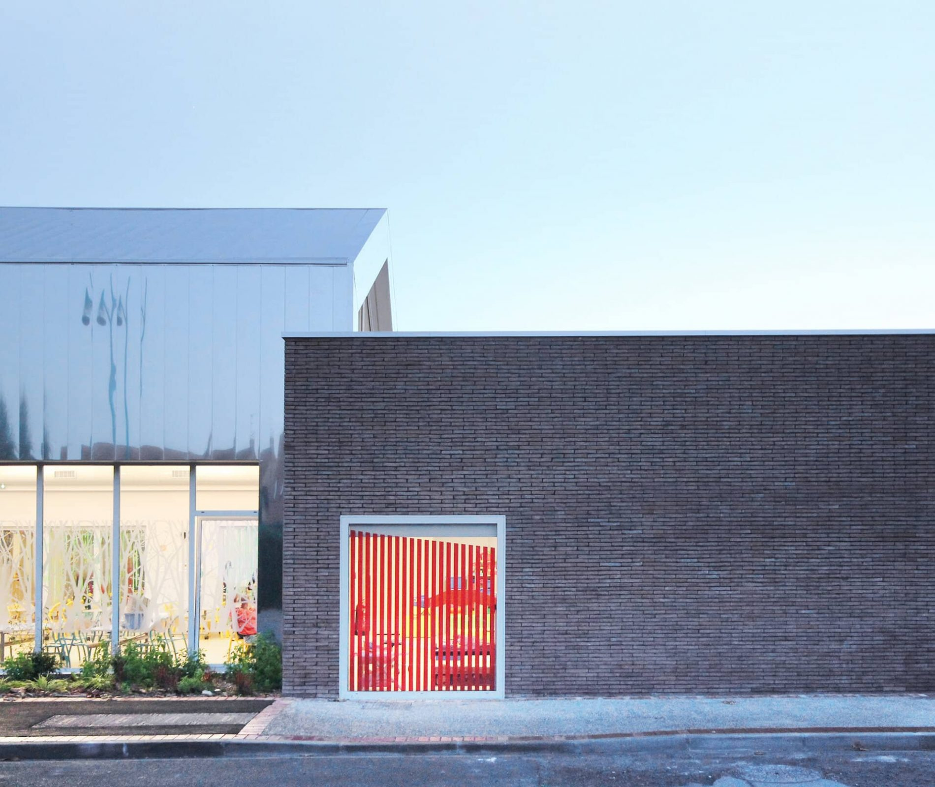 Travaux de couverture sèche à l'école maternelle Henri Ghesquière à Lesquin Lille dans le Nord